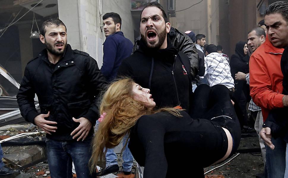 Cena de atentado terrorista, em Beirute. Crédito Hussein Malla - 2.jan.14/Associated Press