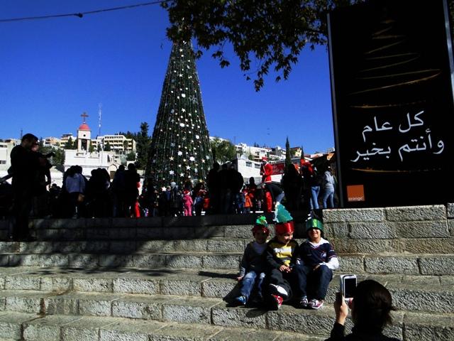 Árvore de Natal em Nazaré, onde parte dos historiadores acredita que nasceu Jesus. Crédito Diogo Bercito/Folhapress