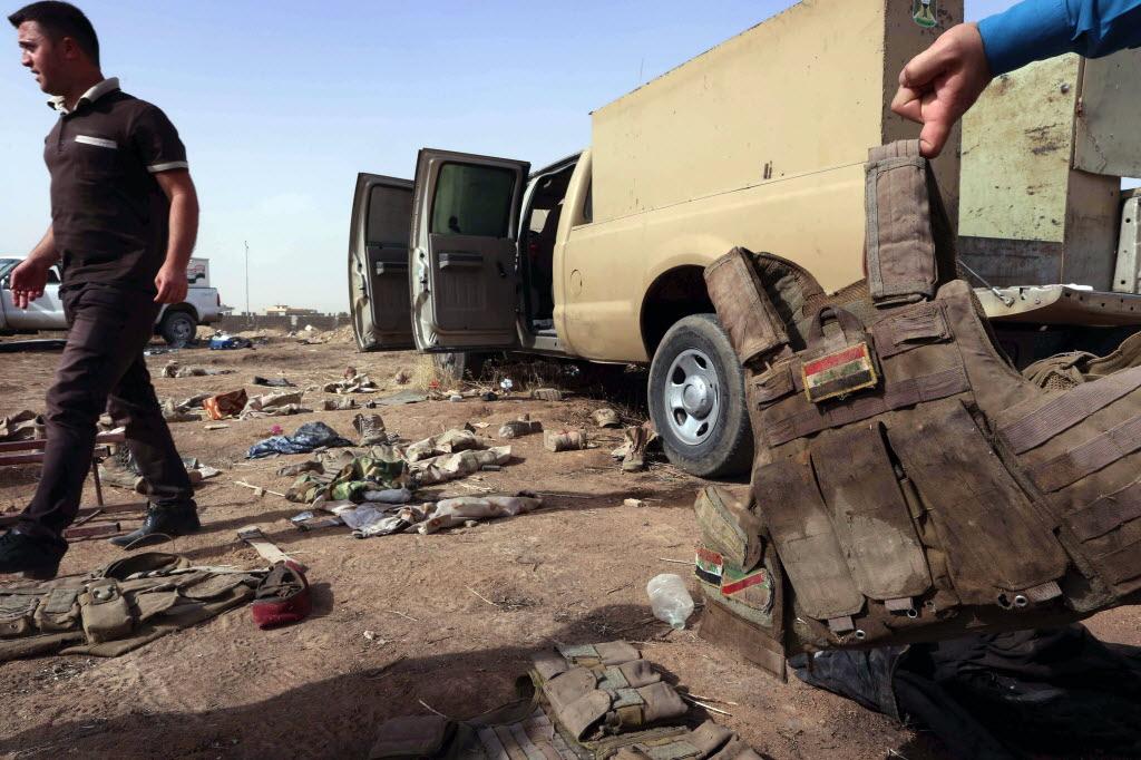 Equipamento militar abandonado na região de Mosul, no Iraque. Crédito Safin Hamed/AFP