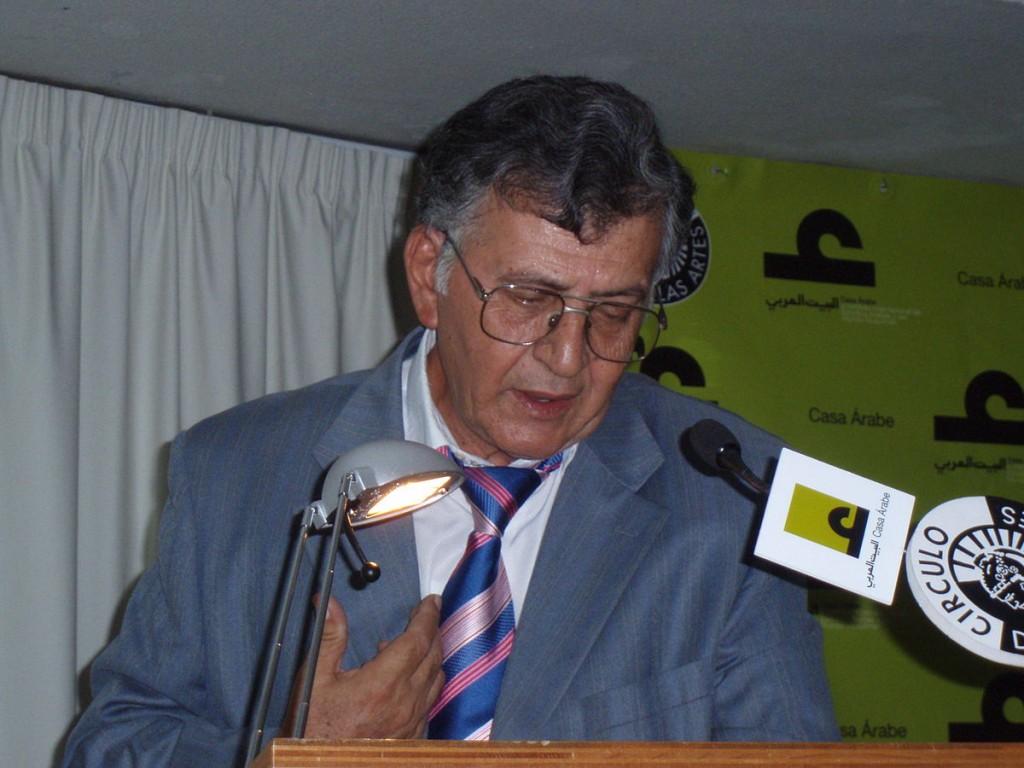 Samih al-Qasim durante evento na Casa Árabe de Madri.