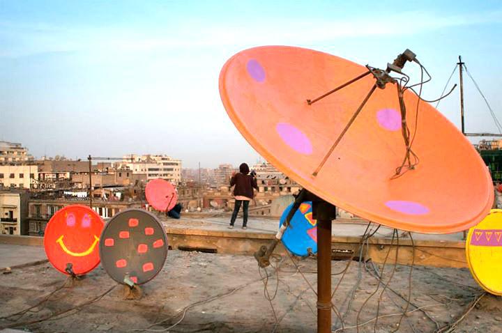 Antenas pintadas no Cairo. Crédito Divulgação