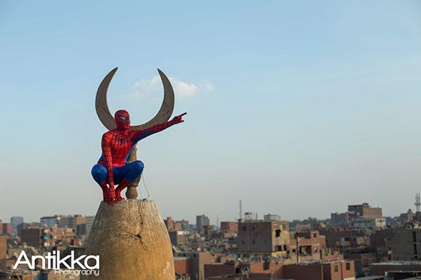 No topo de uma mesquita cairota. Crédito Hossam Atef/Reprodução