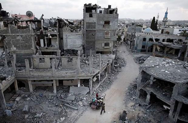 Prédios destruídos em Gaza, meses após a mais recente ofensiva de Israel. Crédito BBC