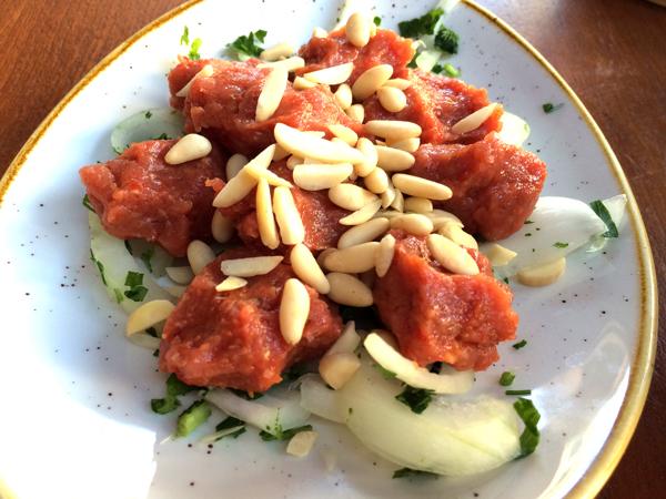 Meu prato favorito: quibe cru. Fotografado em um restaurante armênio no bairro de Badaro. Crédito Diogo Bercito/Folhapress