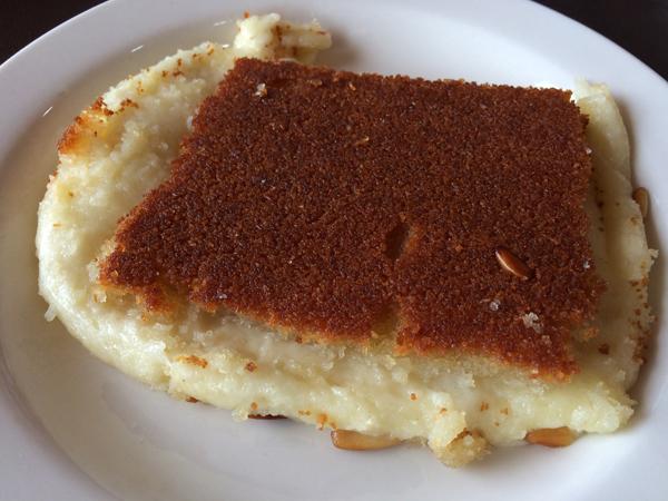 Knafe, um doce de queijo típico de Nablus (Cisjordânia) e do sul do Líbano. Crédito Diogo Bercito/Folhapress