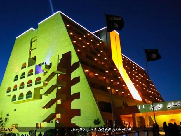 """Hotel Internacional Ninawa, reinaugurado pelo Estado Islâmico. Crédito """"Independent"""""""