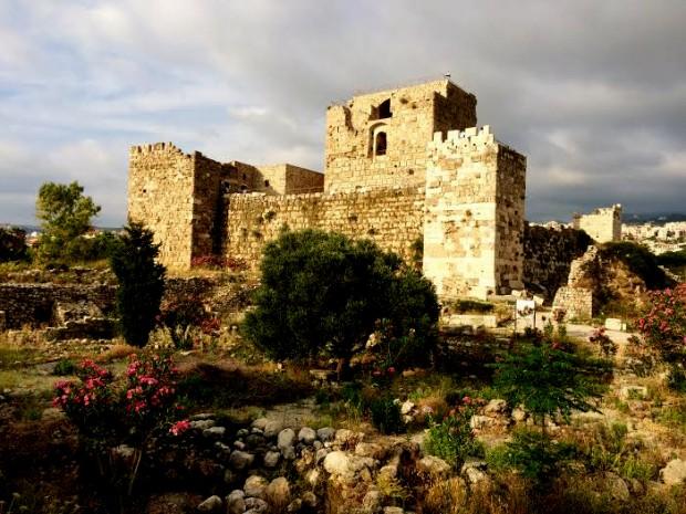 Fortaleza erguida por cruzados europeus em Biblos, no século 13.  Crédito Diogo Bercito/Folhapress