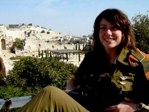 Gill Rosenberg em fotografia como soldado israelense. Crédito Reprodução/Facebook