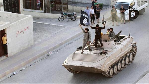 Militantes do Estado Islâmico em Raqqa, Síria. 30.jun.2014. Crédito Reuters