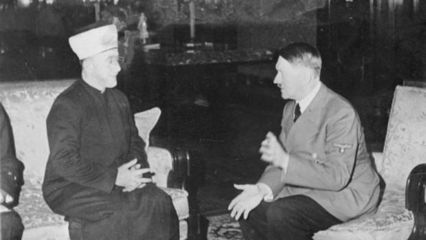 Haj Amin al-Husseini e Adolf Hitler, em imagem de 1941. Crédito Wikimedia Commons