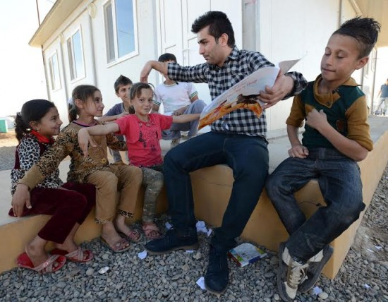 Projeto da organização Amar com crianças refugiadas no Iraque. Crédito Angus Beaton/Divulgação