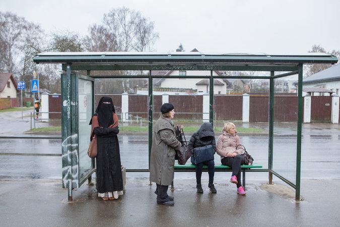 """Liga Legzdina, 27, uma das três mulheres que usam o niqab na Letônia. Crédito Reinis Hofmanis/""""New York Times"""""""