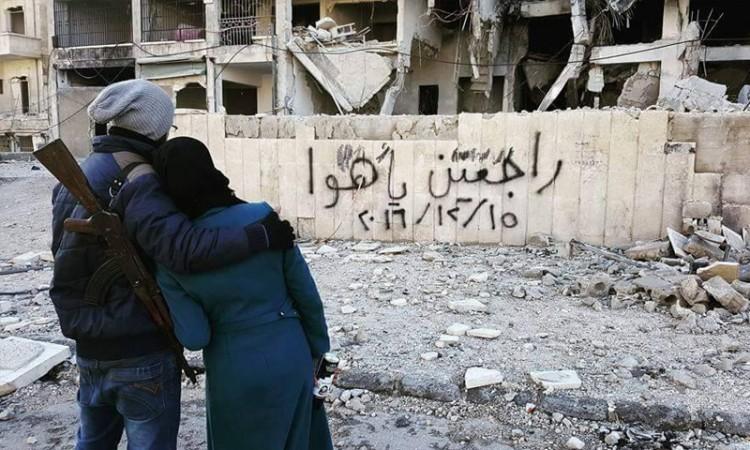 """""""Nós voltaremos"""". Escrito em um muro de Aleppo. Crédito Reprodução/Twitter"""